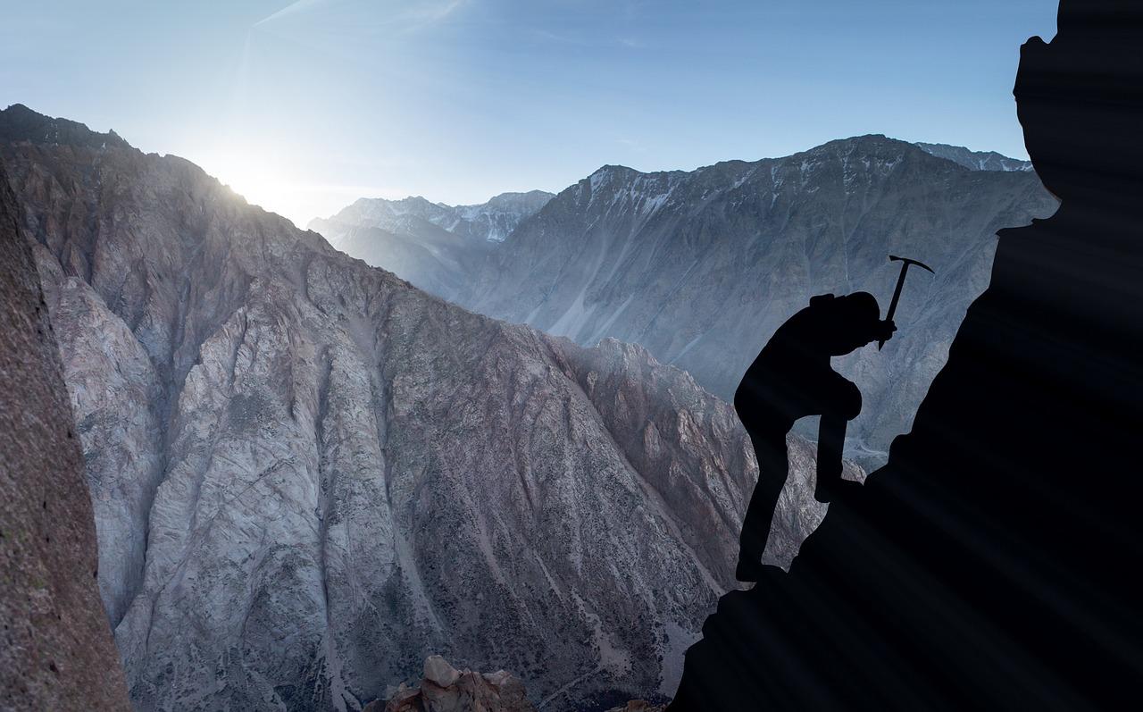 Die berg op! mountaineering-2040824_1280-pixabay-Fxxu