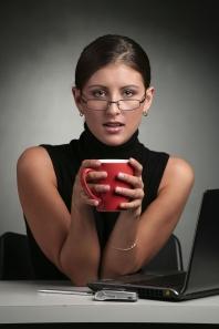 secretaresse met koffie