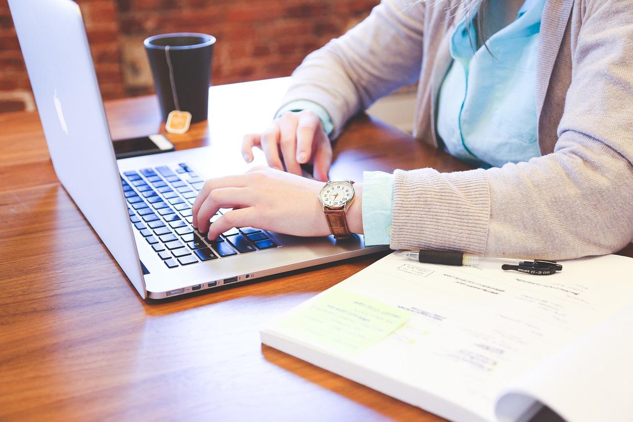 tekstverwerken, laptop